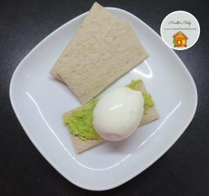 "Uovo e avocado ""on toast"""
