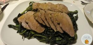 Filetto di maiale arrosto con cavolo nero saltato