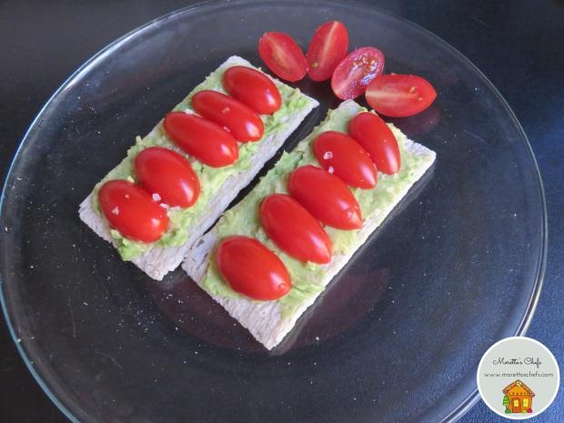 Toast di avocado e pomodorini