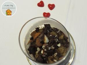 Mousse al cioccolato con pere spadellate
