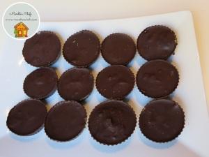 Tartufini di cioccolato ripieni di crema di arachidi