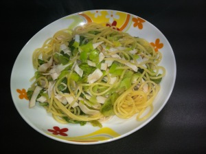 Spaghetti con lattuga saltata