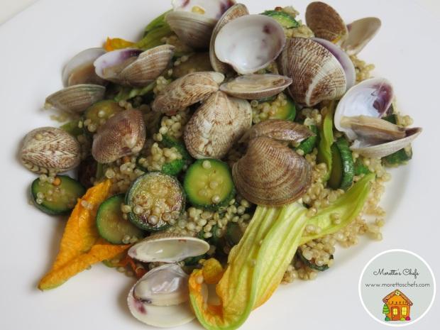 Quinoa con vongole, zucchine e fiori