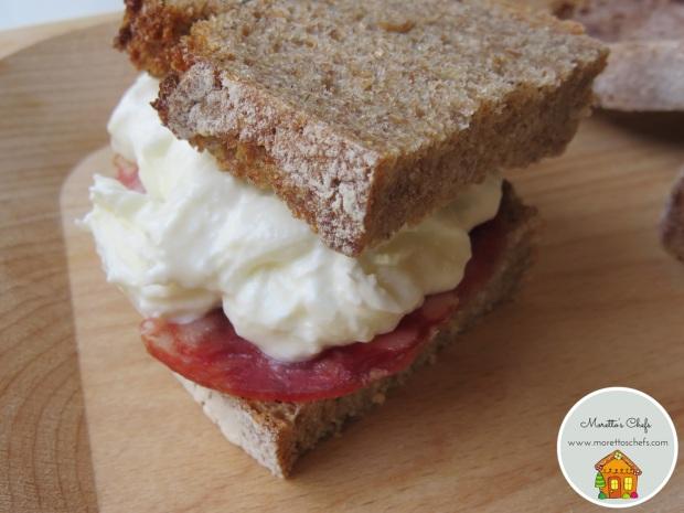 Sandwich con salame di Felino BIO IGP e stracciatella di bufala