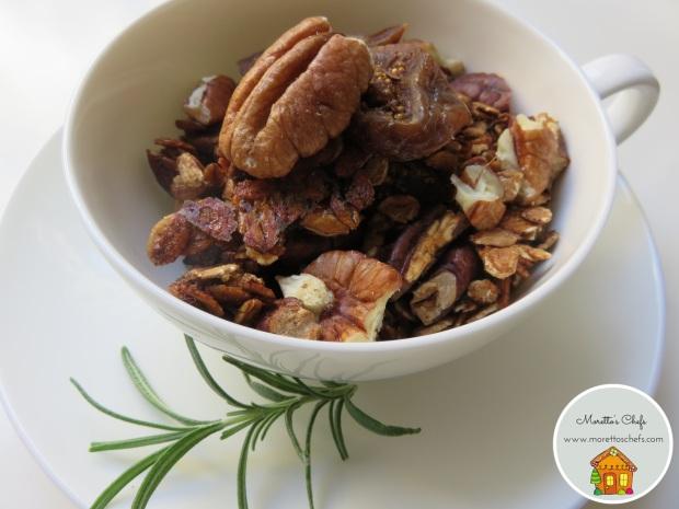 Granola fichi, noci e rosmarino - ricetta per Vivere per raccontarla