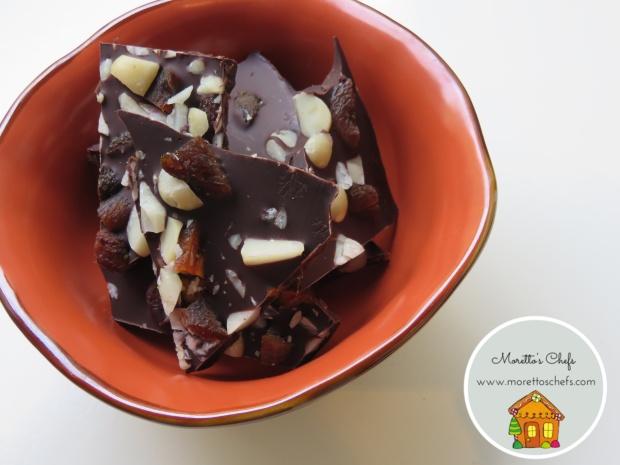 Croccante al cioccolato, noci macadamia e albicocche secche
