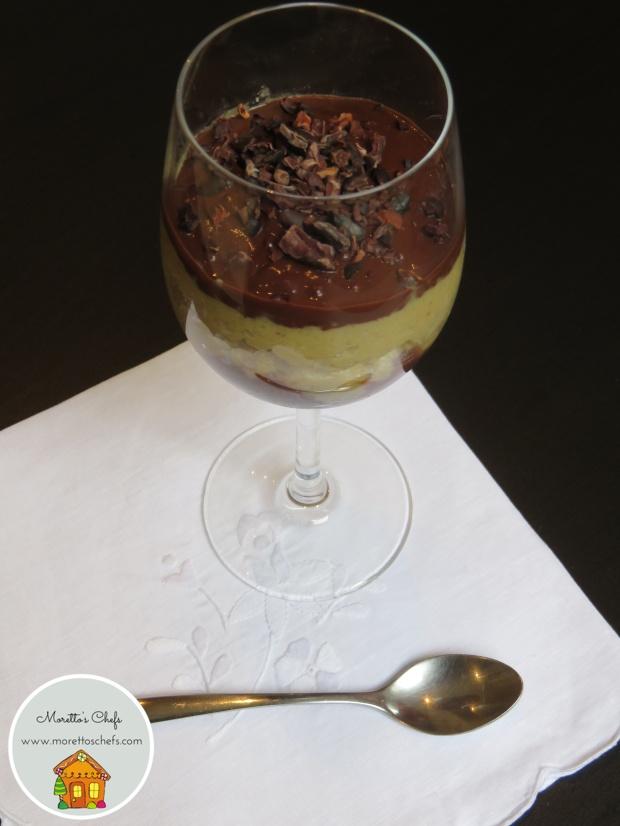 Crema di riso allo zafferano, fave di cacao e salsa al cioccolato