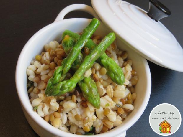 Orzotto di primavera con asparagi e lenticchie - ricetta per Il Circolo del Cibo Altromercato