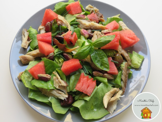 Insalata di anguria e pistacchi con sgombro ed olive